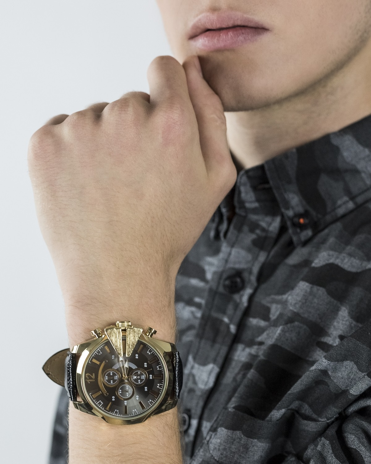 Detailed Face Watch
