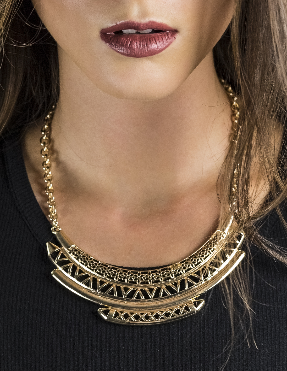 Etched Detail Statement Necklace