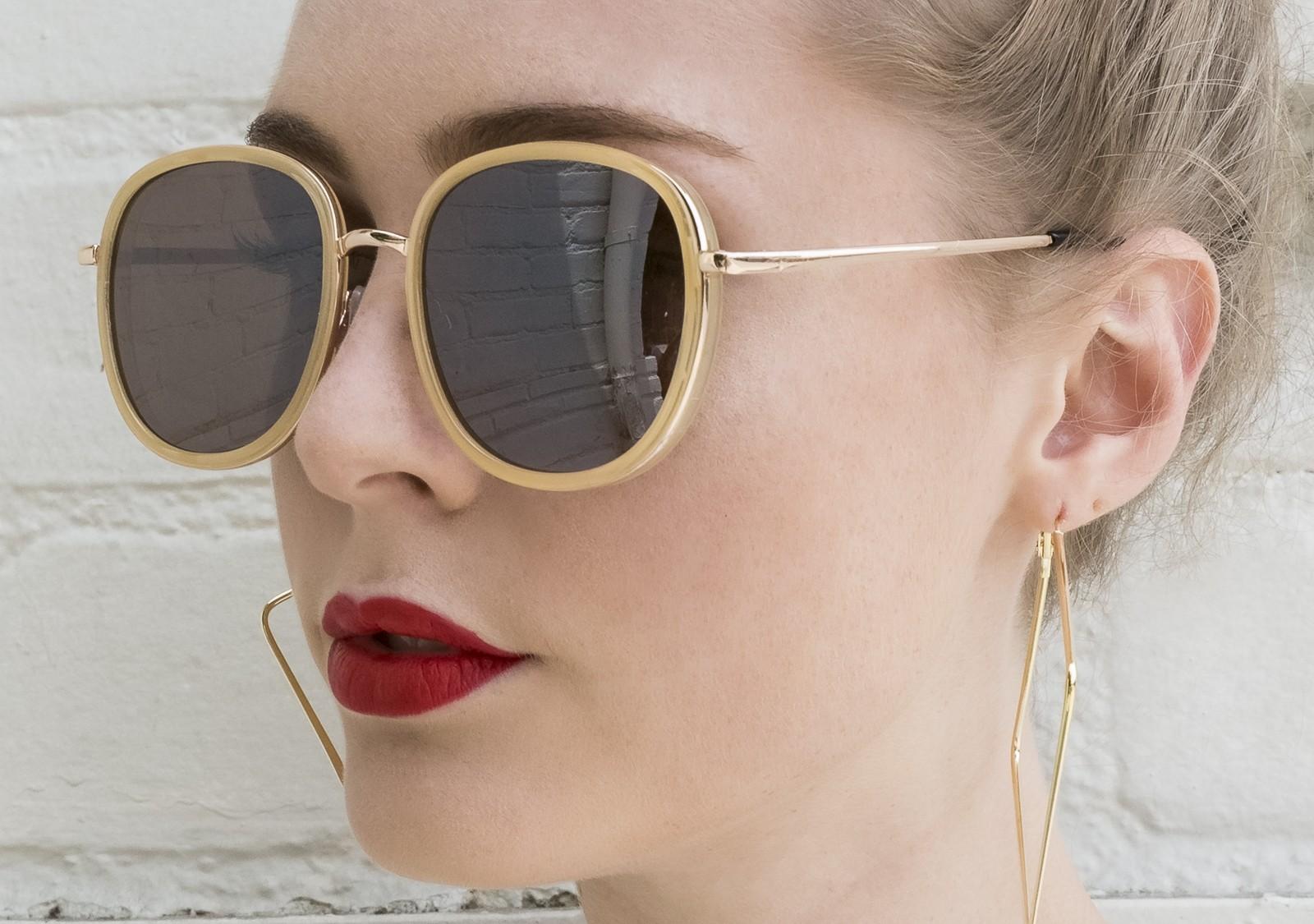 Round Frame Tinted Lens Glasses