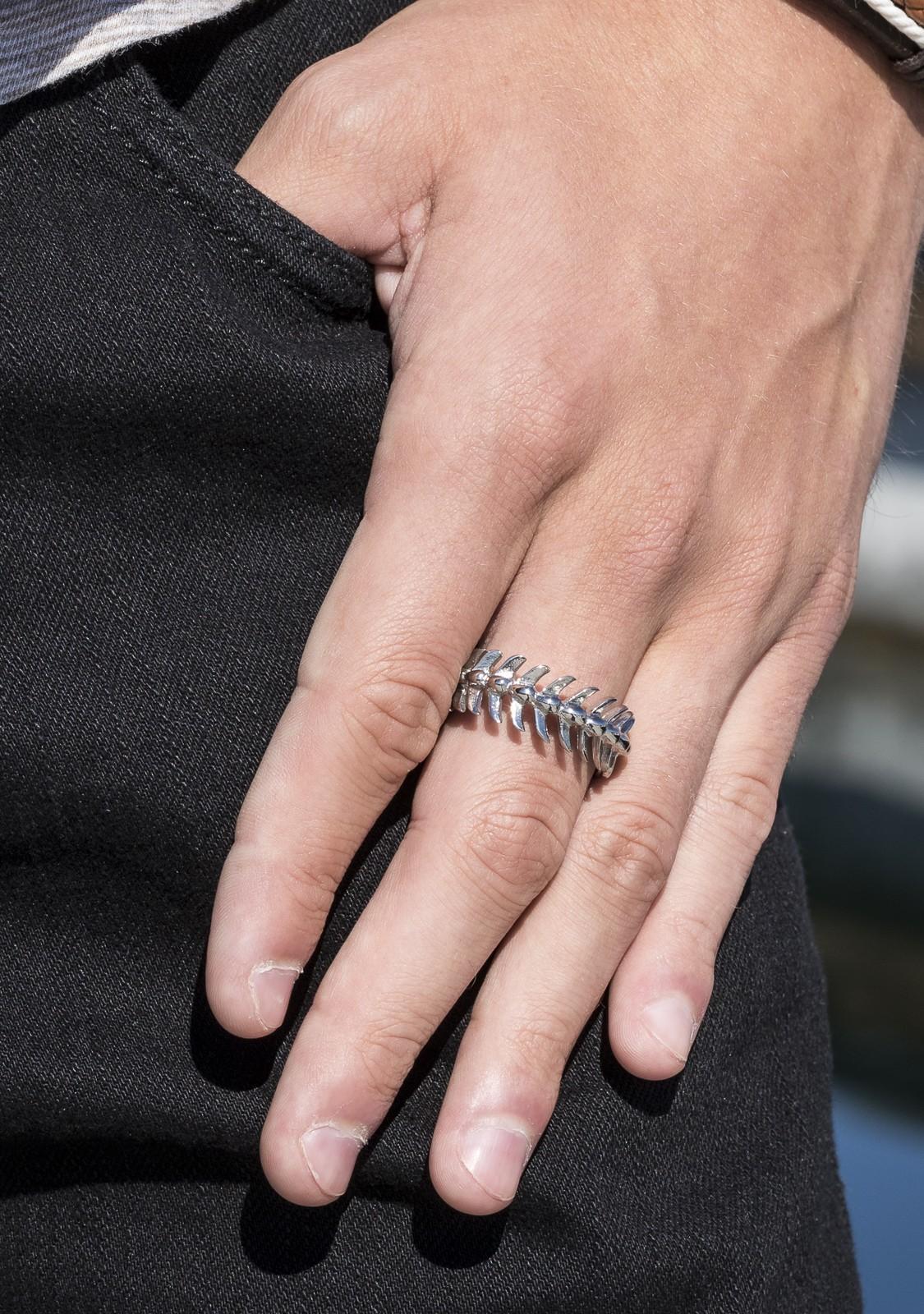 Fishbone Ring